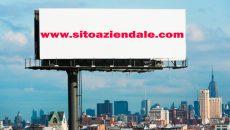 Url del sito web aziendale in cartellone pubblicitario tradizionale